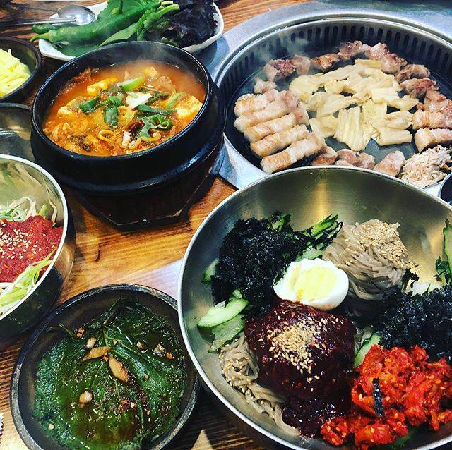 """@miksac25 on Instagram: """"お、お、お…美味しかった!!リピート確定😆サムギョプサル美味しすぎて感激😭ソウルのサムギョプサルも美味しかったなー。行列のお店だけど、回転早いみたいで案外早く入れました😀**#マッチャンドゥルワンソグムグイ #サムギョプサル #釜山 #西面 #西面グルメ"""" (765374)"""