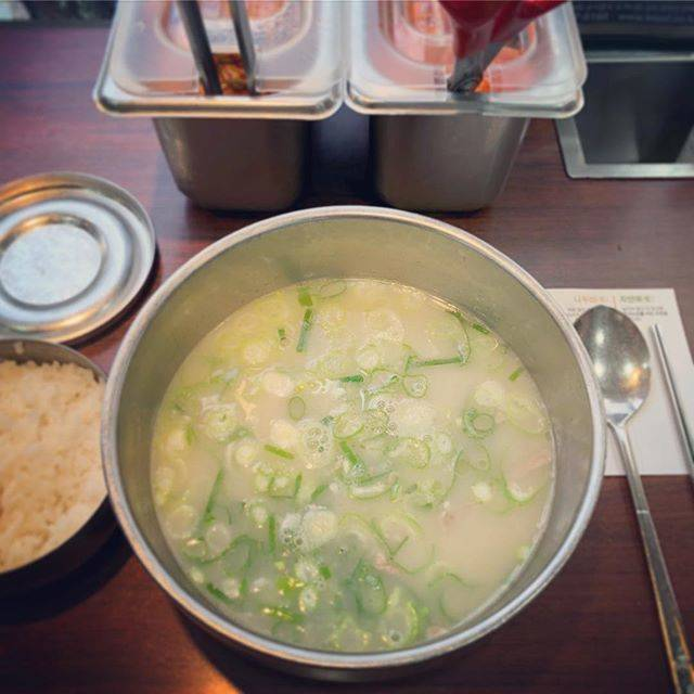 "Kazuha.T on Instagram: ""Korean ox bone soup🥣 . #ソルロンタン #牛骨スープ #朝ごはん #韓国料理 #神仙ソルロンタン #旅 #過去旅 #備忘録 #明洞 #설렁탕 #食べるの大好き #seolleongtang #koreanfood #oxbonesoup…"" (765412)"