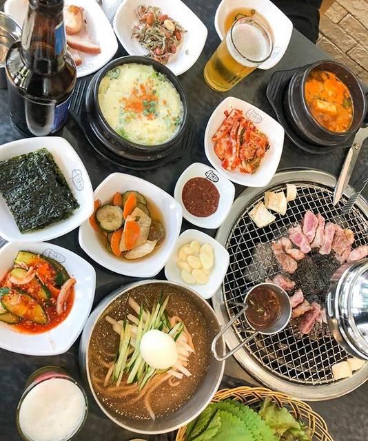 """𝐘𝐔𝐊𝐈 on Instagram: """"*travel*韓国  いつも行く南大門市場にあるお気に入りのお店✨ タヒンジョ #다흰정  豚さんの首のお肉、モクサルが名物🍚 こんなに沢山のお料理もついて全部で1人1200円😱考えられないCP。最高におススメのお店です❗️  …"""" (765444)"""