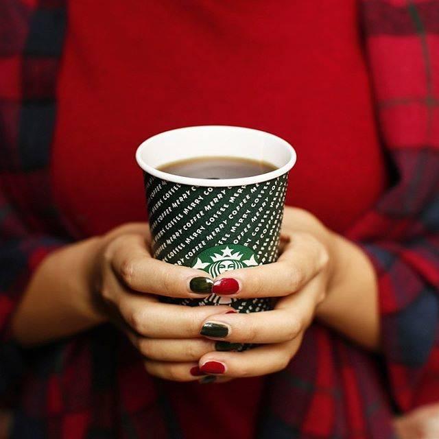 """スターバックス公式 on Instagram: """"ほっと落ち着く、コーヒーの香りとあったかいぬくもり☕️寒さを感じる日は、#ホットコーヒー でひとやすみしませんか🥰🧣#MERRYCOFFEE#スターバックス"""" (765687)"""
