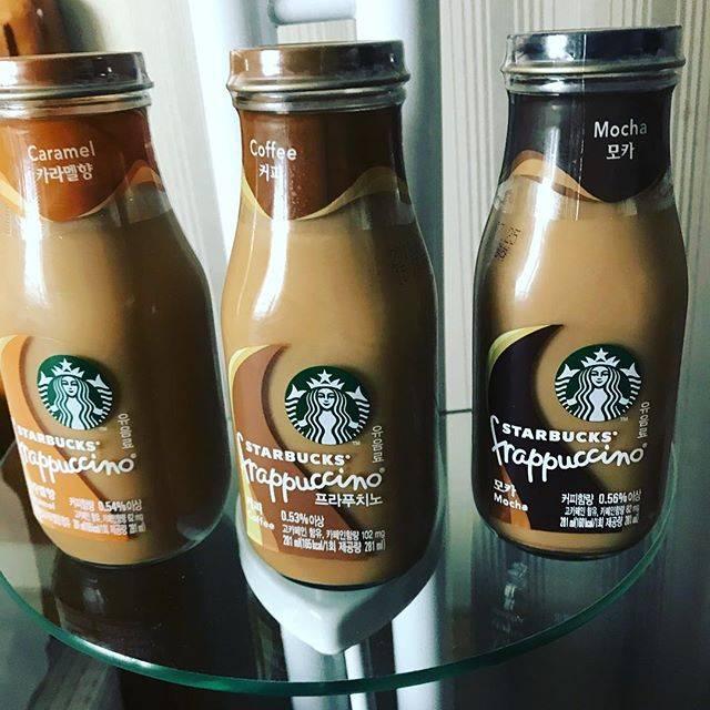 """Hiroko on Instagram: """"おはようございます😃ホテルの近くのGS25(コンビニ)で、約20年ぶり!にスタバのフラペチーノ瓶を発見し、嬉しくて買う😚日本でも売ってくれないかなあ🙂#スターバックス#フラペチーノ瓶#コーヒー牛乳瓶"""" (765798)"""