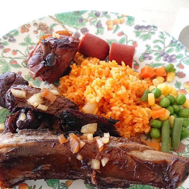 """ちゃー on Instagram: """"バイキングに置いてある量が凄すぎて、笑っちゃう(笑) この皿も大きすぎて、食べ放題だけど一回盛っただけで十分過ぎる😵💦 #レッドライス 、#チャモロバーベキュー グアムを代表する#チャモロ料理 です‼️ #グアム #トンガンリゾート #トンガンビーチ #世界の絶品グルメ…"""" (766140)"""