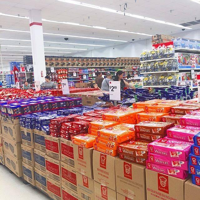 """小桧山美由紀 on Instagram: """"グアムのスーパーKマートでお買い物♩#グアム#Kマート#お菓子#南国#アメリカ#スーパー#海外"""" (766728)"""