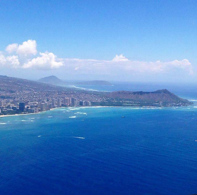 "hawaii.jp®︎ on Instagram: ""🏝oahu💙 お正月をハワイで迎える方もいらっしゃると思います🌺素敵な旅になりますように😊🤞Aloha🌈 #hawaii #oahu #honolulu #機内からの景色#ハワイ#オアフ島#ダイヤモンドヘッド#ハワイ好きな人と繋がりたい #aloha #mahal…"" (767719)"