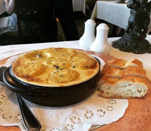 "chie_with_ ⓇⒺⒾ on Instagram: ""夏威夷觀光局推薦也得過獎 歐胡島最佳景觀餐廳MICHEL'S #法國料理 #好吃 #服務佳 #風景又美 · · パフォーマンスも味もローケーションもとても良かったです。 #エスカルゴ #ミッシェルズ #ミッシェルズアットザコロニーサーフ #フレンチサービス ·…"" (768841)"
