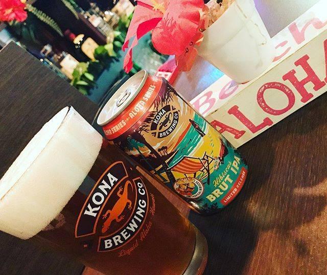 "Hawaiian Bar Waikiki on Instagram: ""新作コナビール登場🤗 ハイビスカスを使用した特別なビール🌺 一口飲むとホップ由来の白ワインのような上質な香りと、爽やかな苦味が口に広がります🤭 ゴージャスで明るいハイビスカスの色合いとドライでクリーンな味わいとなってますがALC:8.5%と少々高めです🌺🤙😘🌴…"" (768886)"