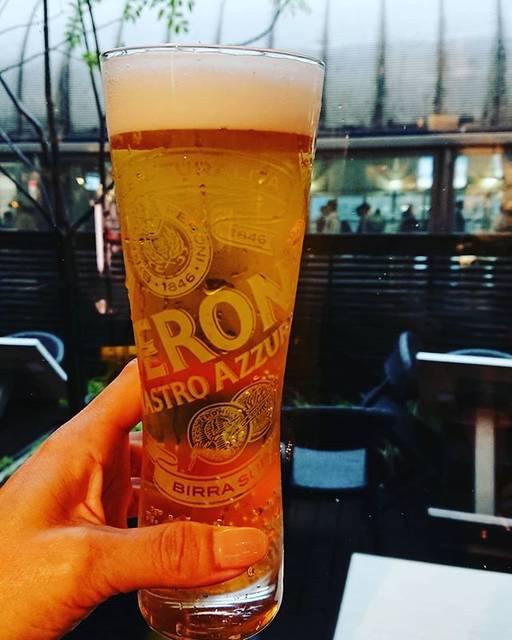 "yuko furukawa on Instagram: ""一日早いけど#今週もお疲れ様#観劇前に1杯🍺#お約束#外は雨#ペローニナストロアズーロ#初めて飲む#さっぱりして美味しい #beer#peroninastroazzurro#shinagawa"" (770203)"