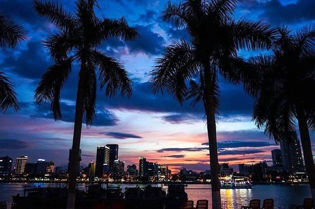 "U-chan on Instagram: ""街に沈む夕日も悪ないでなあ🙌🏽 恋人とどーぞ!  @sunrise_danang  ↑↑↑↑↑↑↑↑↑↑ 僕たちのメインアカウントはこちら  ︎ ーーーーーーーーーーーーーーーーーーーーーーーーーーーー  #ダナン #ベトナム #ベトナム旅行 #アジア旅行…"" (771359)"