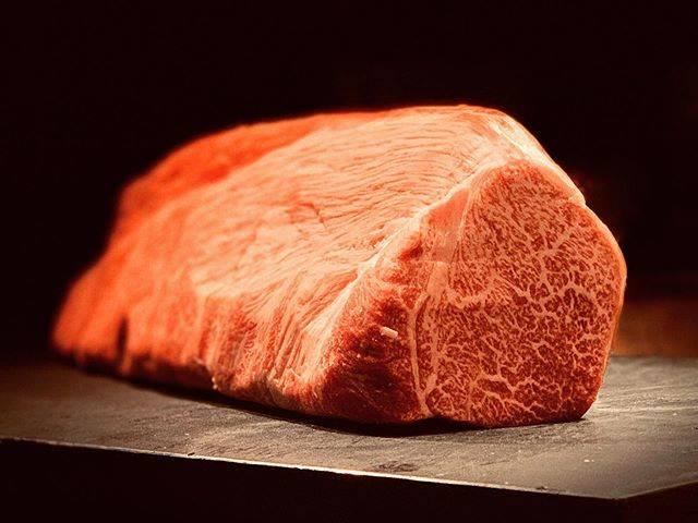 "restaurant SUGITA on Instagram: ""#豊後牛 #おおいた豊後牛 #ヘレ #ヒレ #フィレ #fillet #restaurantsugita #establishment1961 #wineshopsugita #butcherchef #meatcreator #longaging…"" (771687)"