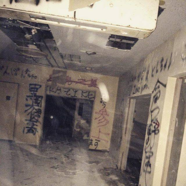 """まこと on Instagram: """"昨夜は熊本の心霊スポット信愛病院行ってきました。何も起こりませんでした。以上。#信愛病院"""" (773139)"""