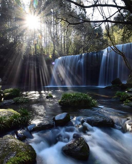 """マナスキ on Instagram: """"昨日の鍋ヶ滝🍃✨ いつもと違う場所から 撮ってみました🙈🙈🙈🍃✨ 色々  書きたいけど。。。 取り敢えずポストだけ😭🙏 明日  インフルになる  予感しかしません。。。😇 おやすみなさい😷😴 撮影地  熊本  #鍋ケ滝  #滝 #日本の風景  #光芒 #絶景…"""" (773255)"""