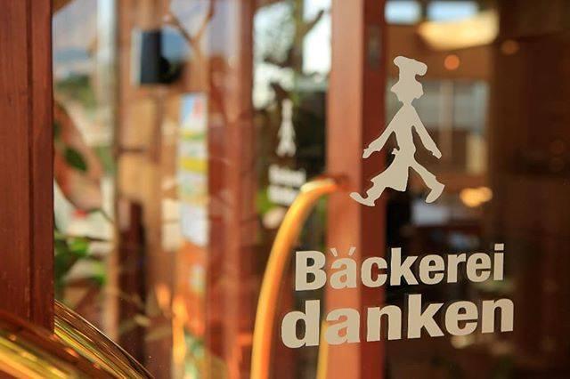 """Bäckerei danken on Instagram: """"新年明けましておめでとうございます❗本年もBackerei dankenをよろしくお願いいたします‼️本日初商いです。全店、たくさんパンを焼いて皆さまをお待ち致しておりますのでぜひぜひ、ご来店下さいね😋…"""" (773874)"""