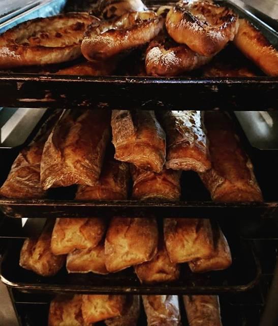 """Bäckerei danken on Instagram: """"こんにちは☺️今日はクリスマスイブですね🎄ホームパーティーに欠かせないバゲット、danken各店たくさん焼いてます❗ぜひぜひ最寄りのdankenにご来店下さいね❗シュトレンも残り少なくなってきました❗お早めに‼️…"""" (774092)"""