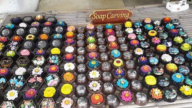"Soap Carving in Thailand🇹🇭 on Instagram: ""Soap Carving💐 {พร้อมส่ง} จำหน่ายสบู่แกะสลักดอกไม้สวยๆมีให้เลือกหลายแบบ รูปแบบกล่อง : กลมไม้/กลมเพ้น/หกเหลี่ยม สามารถเลือกลายได้…"" (775912)"