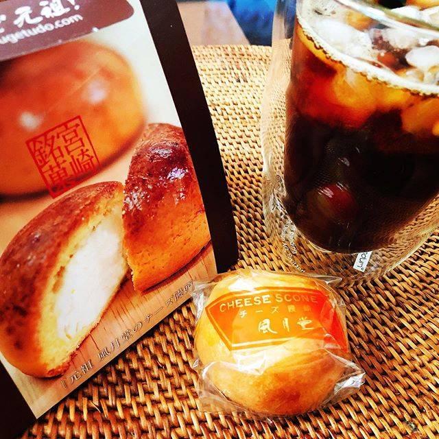 "@tyt_alto on Instagram: ""初めて買ってみた「元祖」チーズ饅頭。今まで食べた中で一番好きな味かも。#風月堂 #チーズ饅頭 #宮崎県 #小林市 #てげうめえ"" (775953)"