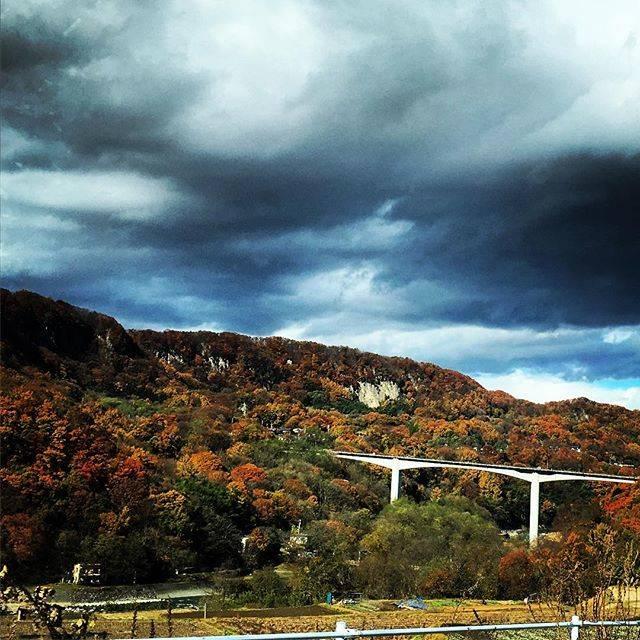 """m_nobu on Instagram: """"天気はイマイチだけど素晴らしき眺望と紅葉🍁#Autumnleaves#niceview#komoro#bridge#cloudysky#小諸大橋"""" (776475)"""