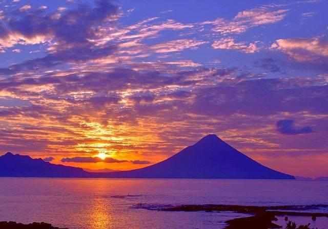 """指宿市観光課/Ibusuki City Tourism on Instagram: """"* 伊能忠敬が「天下の絶景」と評した景勝地 海と空、開聞岳が織り成す大パノラマは絶景です✨  伊能忠敬評為「天下絕景」的美景聖地。 海、天空以及後方的開聞岳交織出令人驚嘆不已的廣闊景色✨  BELL補充:…"""" (776494)"""
