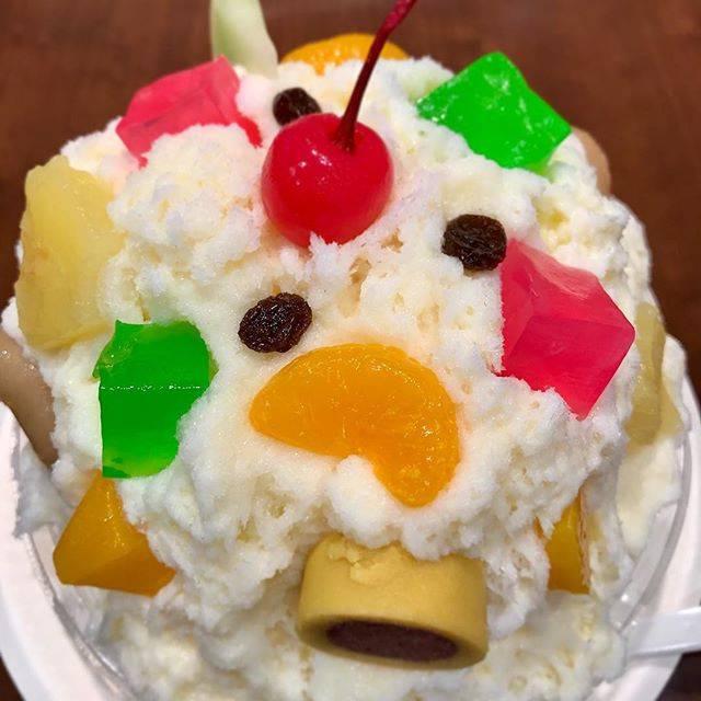 """taishimuramoto on Instagram: """"かき氷の勇者、天文館むじゃき。 見た目のジャンキーさと味わいが全く違い、後を引く品のいい甘さです。 この見た目だとなかなか信じられないかもしれませんけど。  #鹿児島天文館むじゃき #downnorthjeans…"""" (776756)"""