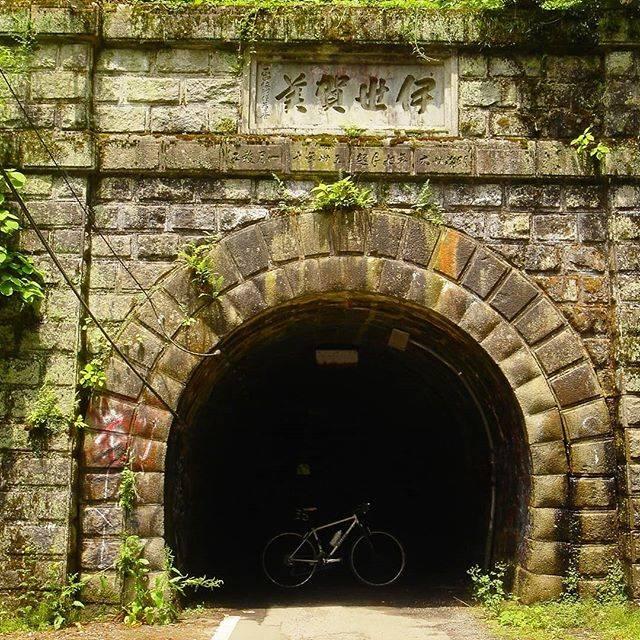 """uka_G on Instagram: """"2005.6.26 知る人ぞ知る、「出る👻」?と有名な、伊勢神峠の旧道トンネル。真っ暗なトンネルの中を走ると意外と涼しくて、首筋もなんだかちょっとゾゾゾ💦と。。。😱. . .…"""" (777155)"""