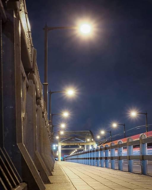 """yama!! on Instagram: """"hot air. 熱く澱む空気。 location: #江北橋 date: 心霊スポットとしても有名ですが画像真ん中の橋辺りに人影がっ!? あ、ジョギングしてたシトでしたー🤣www #bridge #laserbeam #shaftoflight #camera…"""" (777276)"""