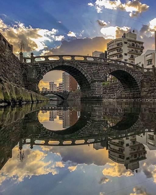 """こころから on Instagram: """"📍眼鏡橋 / 長崎 魚の町⠀ ⠀ 長崎市の中島川に架かる、日本最古のアーチ式石橋です。 川面に映り込む影が、見事に眼鏡のように見せてくれていますね😎⠀ ⠀ 💡お役立ち情報 周りの石垣には、ハート型の石が隠れているそうです。…"""" (778100)"""