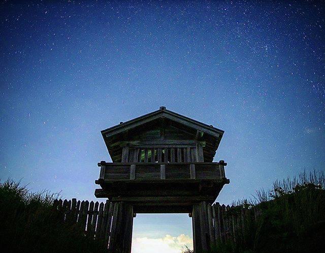 """ガク on Instagram: """"本丸門の奥に広がる星空 * * 星空の中、本丸門の存在が美しい * * 撮影地:鳥越城跡 撮影日:令和元年9月26日 camera:6dmark2 lens:ef24105f4lisiiusm * * #星空 #星空が好き #星空風景 #星空が好きな人と繋がりたい…"""" (778565)"""