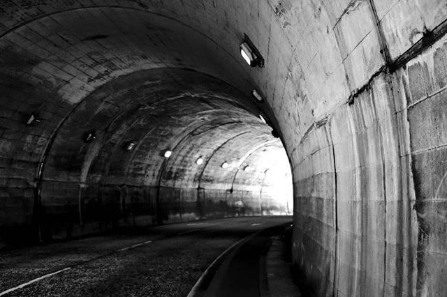 """心の平和王国(わんわん) on Instagram: """"#小坪トンネル #心霊スポット #鎌倉 #モノクローム写真"""" (780500)"""