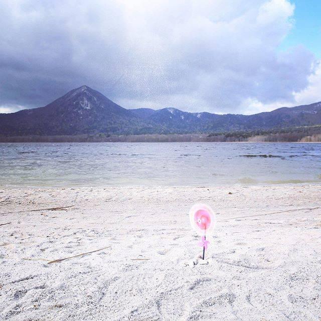 """かぴばら on Instagram: """"今年の一大イベントその1つづき ここもずっと行ってみたかった場所、恐山。 雑誌の極楽のような写真をみて、それを想像して来てみると強風とともに厚い雲が現れてみるみるこの世の果てのように。。。…"""" (780705)"""