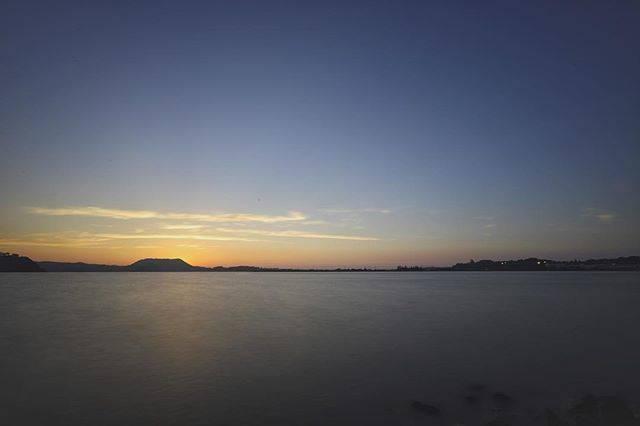 """kazuya on Instagram: """"湖山池🌅 ・ ・ ・ 宍道湖は撮影スポットがあるけど 湖山池はどこから撮ればいいのか よくわからないです💦 ・ ・ 湖山池でいい撮影場所 知ってる人いませんか〜? ・ ・ あとND1000を導入したので 日中の長時間露光撮影が 楽しみです^_^ ・ ・ ・ 🌐:Tottori…"""" (780925)"""