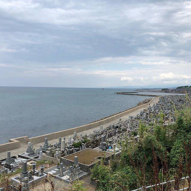 "フクムニ on Instagram: ""#鳥取県#琴浦町#花見潟墓地#日本海"" (780929)"