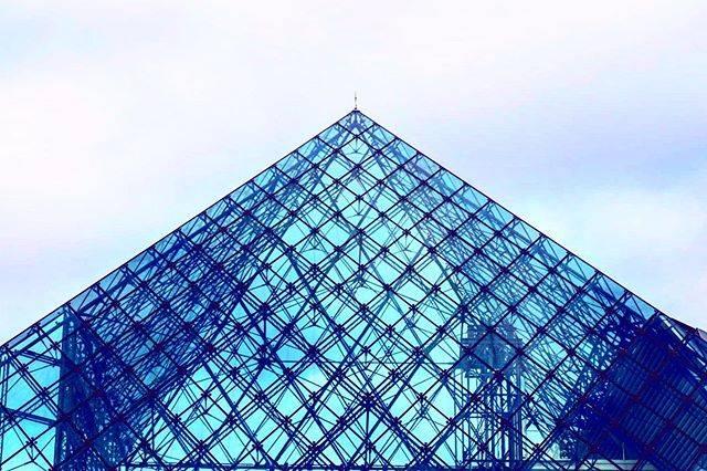 """小林悠里 YUURI KOBAYASH on Instagram: """"モエレ沼公園 ガラスのピラミッド △   初めて行ったよ 澄んでいて とても綺麗! 一気に季節がもどったみたい。 今度は違う季節にまた行きたいな    #モエレ沼公園 #モエレ #モエレ沼 #公園 #ピラミッド #ガラスのピラミッド #ガラス #イサムノグチ…"""" (790276)"""