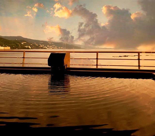 """かずし on Instagram: """"#展望温泉#温泉旅行 #熱海旅行 #網代温泉 #温泉#sunrise #japan_photo_share #japan_photo #japantrip #japan_of_insta #海岸 #カメラ好きな人と繋がりたい #写真で伝えたい私の世界 #ファインダーの向こう側…"""" (790494)"""