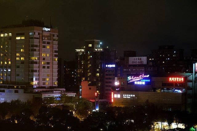 "senchan on Instagram: ""台北の街角,サンワンレジデンスホテルより。(過去写真) 涼しくなる11月に再訪しまっせ、台湾。  Taipei, Taiwan.(past photo) Planning to visit Taiwan in November!  shoot with #fujifilmxt2…"" (791045)"