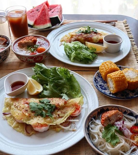 """アシュママ on Instagram: """"令和元年8月3日(土)☀️ ベトナム🇻🇳料理でこんにちは😃  今日のお昼ご飯は ベトナムのお料理 #バインセオ と 冷製のなんちゃって #フォー  バインセオは市販のバインセオセットで 焼いてみました。 粉にお水入れて混ぜるだけで生地ができるので 簡単。そして美味しい😍…"""" (791102)"""