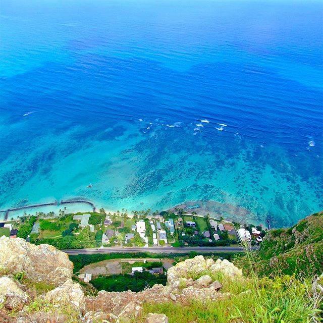"""毎日がハワイ気分! on Instagram: """"崖の上から青い海🌴#ハワイ好きな人と繋がりたい #ハワイ大好き #ハワイ旅行 #ハワイ好きな人と仲良くなりたい #旅行好きな人と繋がりたい #海外旅行 #ハワイ #海きれい"""" (791195)"""