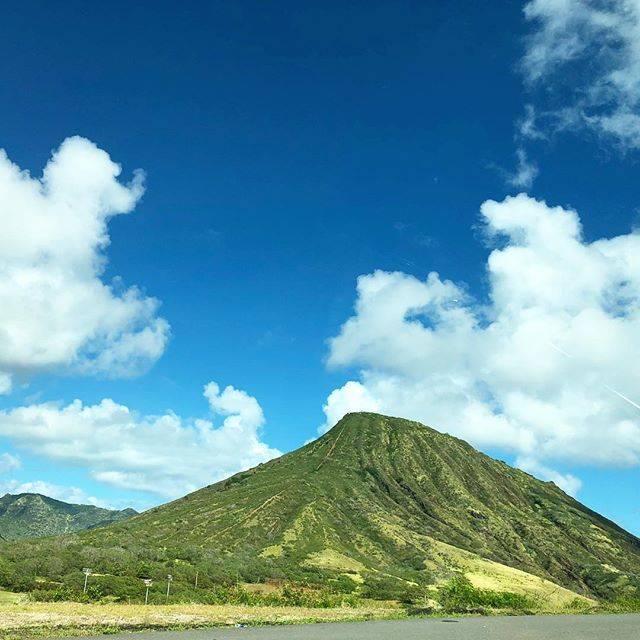 """Makikonikson on Instagram: """"ここの一番上まで登った事ある人を私は""""心から""""リスペクトします!🙏🏻🙏🏻1048段おまけに凄く急なのだよ。因みに私は1/3の段階でギブしましたー。😵#kokoheadtrail #ココヘッドクレータートレイル #いつかてっぺんまで行くぞぃ!💪🏼"""" (791200)"""