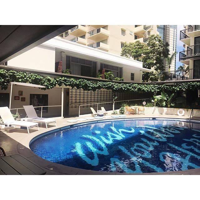 "mayu______3 on Instagram: "". . 明日こそ、明日こそ . . この景色の時間に泳ぐ!どうぞ、プールが混みませんように… . . #instatrip #instagood #trip #honeymoon #thesurfjackhotel #surfjackhotel #thesurfjack…"" (791207)"