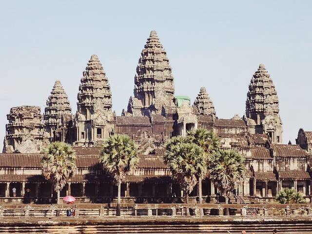 "Yuki on Instagram: ""Angkor Vat 外観も中もすごかった✨ こんなすごい遺跡が500年以上も ジャングルの中に埋もれていたなんて 想像するだけでほんと夢がある✨  #cambodia #angkorwat #siemreap #travel #traveling #world  #trip…"" (791322)"