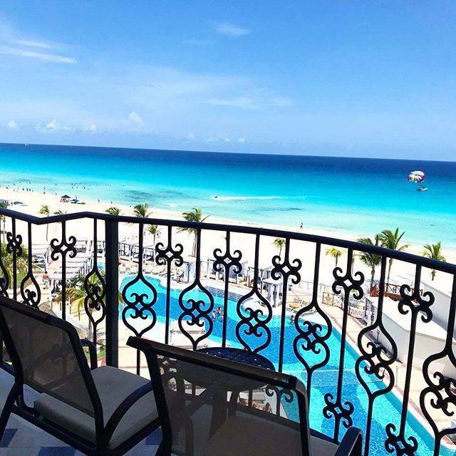 """マイトリップ by STWorld on Instagram: """"素敵な旅のシーン😘  メキシコのリゾート・カンクン  段々と濃くなるグラデーションの海を見るとついため息が・・・😘 中でも1番人気のホテルはハイアットジラーラカンクン💕 18歳以上だけが滞在できる大人のオールインクルーシブリゾートなのでハネムーナーにも大人気😊  special…"""" (791331)"""