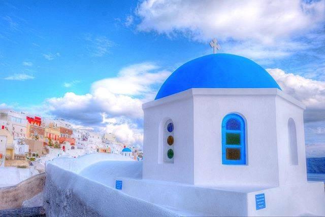 """ジュリアン on Instagram: """"Greek streetphotography in Santorini👯㊗️👯 . . 青いドーム屋根の教会。 サントリーニ島のシンボル的な存在です。 イアの街には4〜5の青いドーム屋根の教会が有りました。 見つけるたびにサントリーニ島を実感できました👯🙆♂️👯 . . .…"""" (791333)"""
