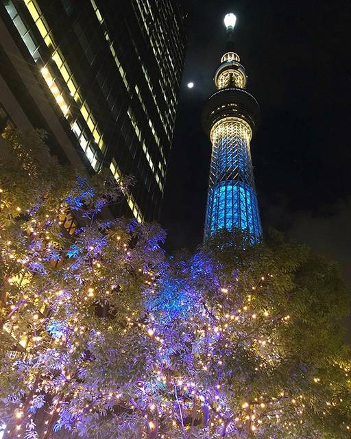 """@asaito25 on Instagram: """"スカイツリー🌲粋💙 お月様🌓がアングルに 入って来たよ。😊 #東京ソラマチ にて #ソラマチ #tokyosolamachi #solamachi #skytree #tokyoskytree #tokyo #oshiage #scenery #nightview…"""" (791483)"""