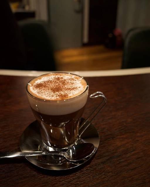 """PRESENT COFFEE on Instagram: """"チーズココア🧀🍫 上に特製チーズフォーム乗せてホットのおすすめはスタッフ一同ココア。そして最近これにハマってきてくれる方ありがとうございます。笑三女#どうもコーヒーです#プレゼントコーヒー#presentcoffee#チーズティー"""" (791762)"""