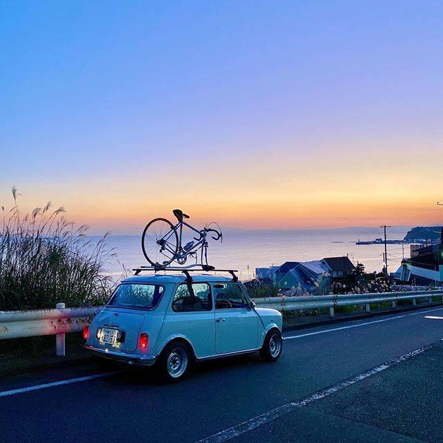 """Takatsuka Watanabe on Instagram: """". 今日は冬至。一年で一番昼間が短い日。 明日から日に日に太陽が 高く、長く輝くようになりますね。 . #鎌倉高校近くの夕暮れ #過去pic  #七里ガ浜 #鎌倉高校前 #夕暮れ #夕暮れ空 #海が好き #青い海と空 #海がある生活  #shonanlife…"""" (792149)"""