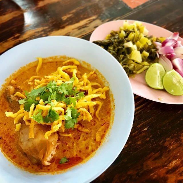 """mamin on Instagram: """"🇹🇭 冬休みinチェンマイです ちょっと寒くて⤵️だけど とりあえずランチは北タイグルメ""""カオソーイ"""" 最近お気に入りの 「カオソーイ・メーサイ」 は大人気店になっていました 🍜 #タイ #チェンマイ #グルメ #カオソーイ #カオソーイメーサイ #旅行 #北タイ料理…"""" (792545)"""