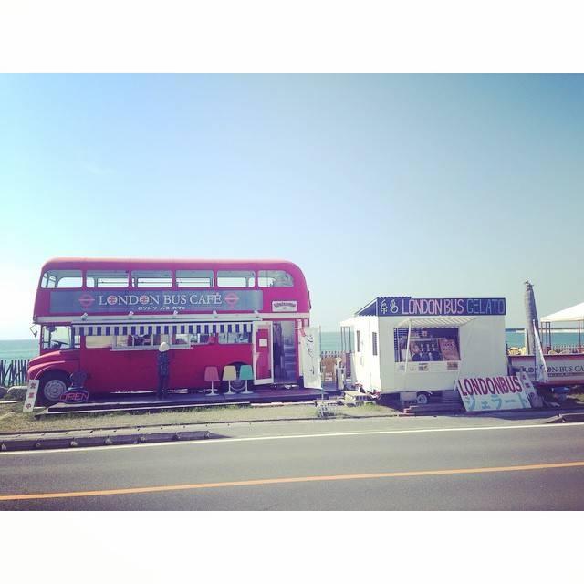 """@いなばここ(Coco Inaba) on Instagram: """"Londonbusだけど、、、気持ちはHawaii~~~🏄🍹🍔🍟ホントに素敵な場所だな~💓 老後はここに住んでみたい(笑)#Fukuoka#Itoshima#sea#view"""" (793355)"""