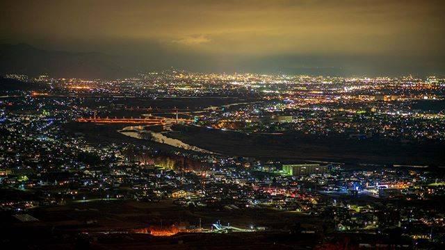 """とりはる on Instagram: """"去年はあんまり実家に帰らなかったからな。。。姨捨駅からの夜景。#a7iii #α7iii #sony #sonya7iii #sonyalpha #夜景 #長野 #姨捨 #姨捨駅 #長野 #nagano"""" (794050)"""