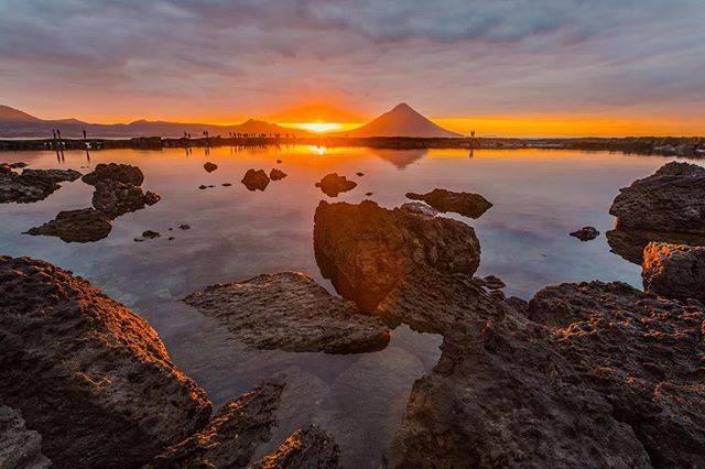 "Kazutaka Terahara on Instagram: ""初日の出。 一瞬だけ光が射しました。  今年も、よろしくお願いします。 🌏location:鹿児島県南九州市 #team_jp_ #team_jp_西 #japan_daytime_view #lovers_nippon #wp_japan #japan_of_insta…"" (798157)"