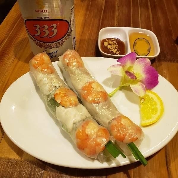 """Megumi on Instagram: """"旅先を思って… 食事をしながら…の打ち合わせ。 話に夢中で、食事の写真は、美味しかったサラダやメインが抜けてる。  #ベトナム料理 #コムゴン #コムゴン京都 #ゴイクン #ngon #goicuon #mónănviệtnam #京都グルメ #kyoto #333…"""" (800630)"""