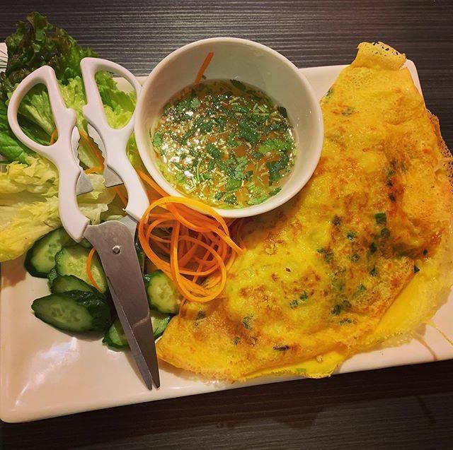 """hiro ordinary day on Instagram: """"#ベトナム料理#バインセオベトナムのお好み焼き。具沢山でめちゃくちゃ美味しい!"""" (800644)"""