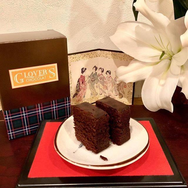"""Kitada on Instagram: """"清風堂のグラバーショコラです。 開発中だった頃から楽しみにしていたカステラで、発売されてからも中々買えず、3年越し(だったかな?😅)でやっと買えました! チョコが濃ゆい!😍 チョコの香りもいい!🤩 美味しい!!😊💨 プレミアムなカステラです!👍 #清風堂 #グラバーショコラ…"""" (801530)"""